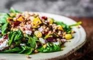 Pečená zelenina s cizrnou, quinoa pestem